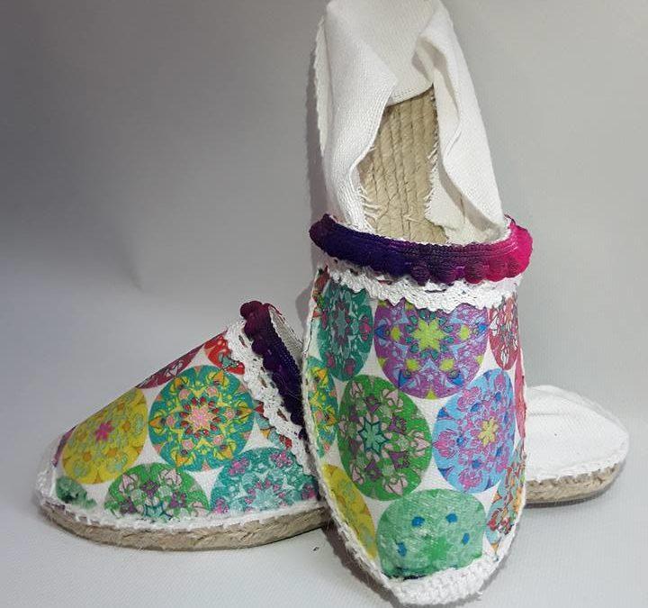 Variedad y color con las alpargatas de Gladys Domínguez