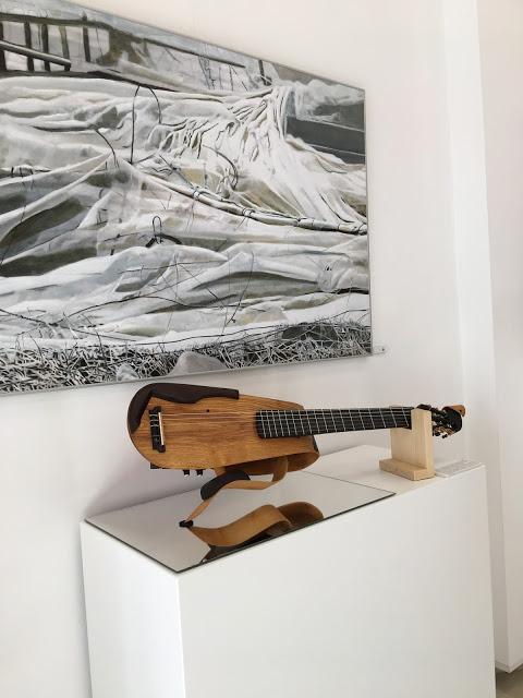 Doble ración de arte en La Ranilla Arte Cultura con los instrumentos de Luthería de David Sánchez y la exposición de pintura de Claudia Traub.
